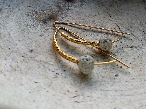 OIK Halbcreolen in gold, Edelstein Lava