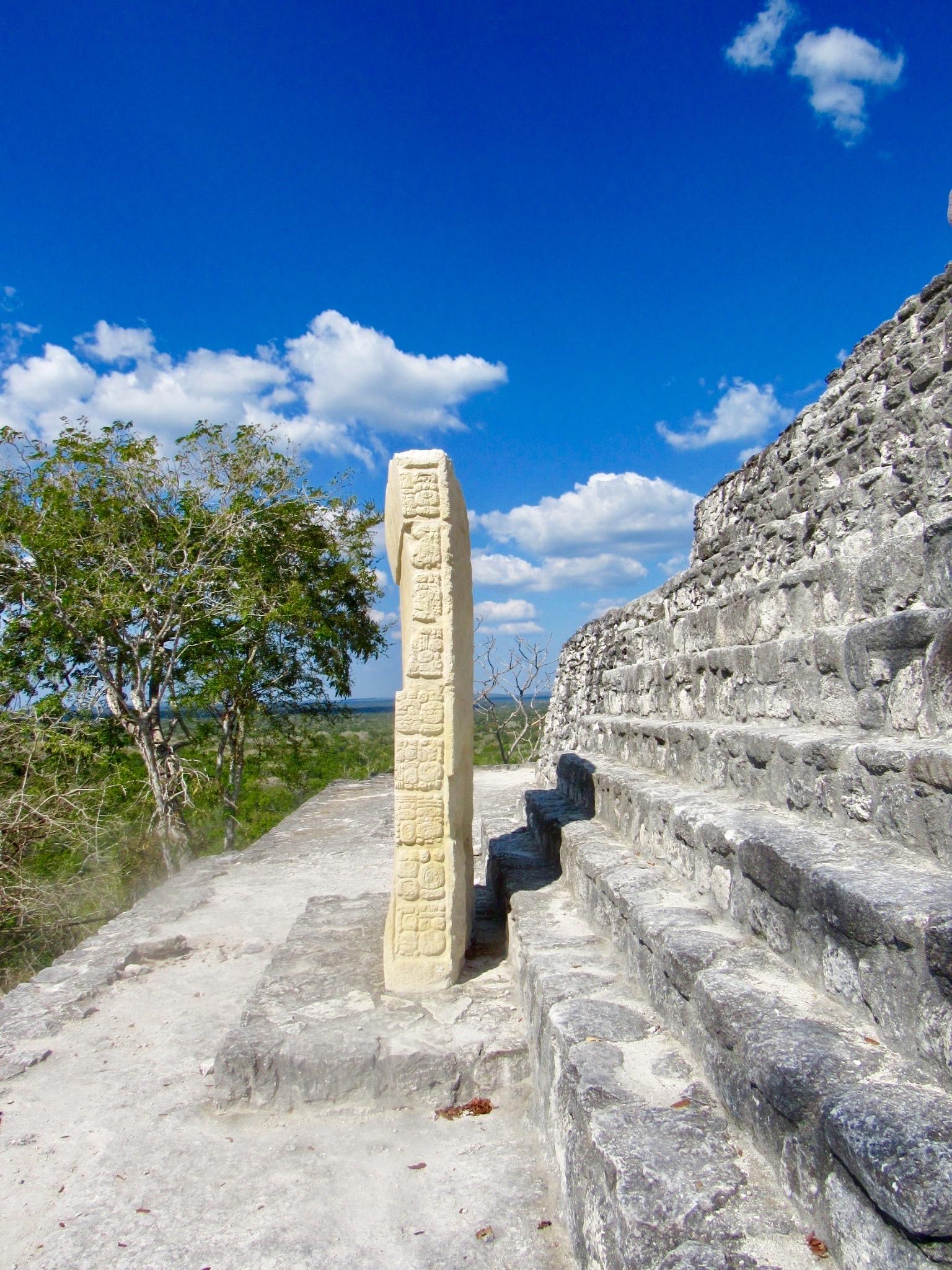 Estela en la pirámide 1