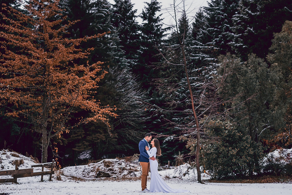 Elopement wedding, Destination, Celebracion intima, Fotógrafo de bodas en Bariloche Ensaio na Neve em Bariloche - Davi Minatto Fotógrafo Brasileiro em Bariloche Trash the Dress na neve.