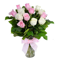white_pink_roses_in_vase_for_valentine_s