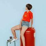 T-shirt ve Kısalar bir kız portresi
