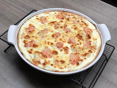 """Lachs-Flammkuchen vom großen runden Stein """"White Lady"""" von Pampered Chef®"""