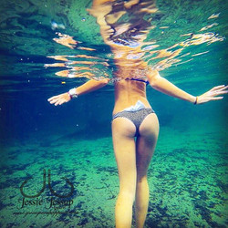 Wearing our Nauti Bow Bikini Bottoms give _pineapple_pey a follow! 🔻www.jessiejessupapparel