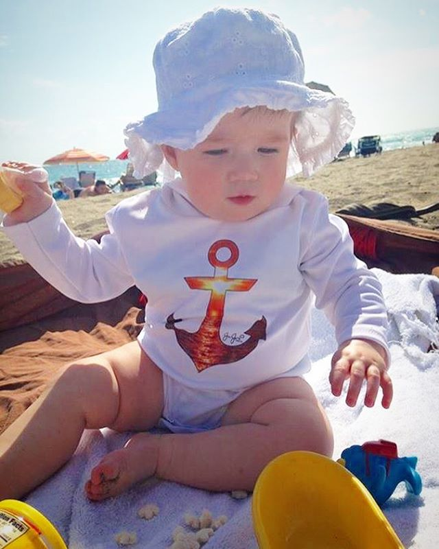 Little baby girl rocking out baby onesies out in the sun! _manningkyrie You can get yours at 👶🏼www