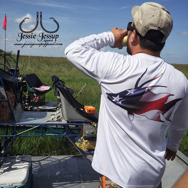 Out in some grass on their airboat! Give _ceeejjjay and _alligatoral a follow for representing! #air