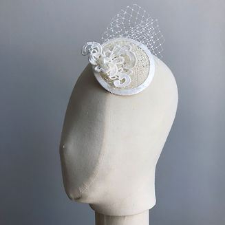 Ivory fascinator - lace, netting & a hea
