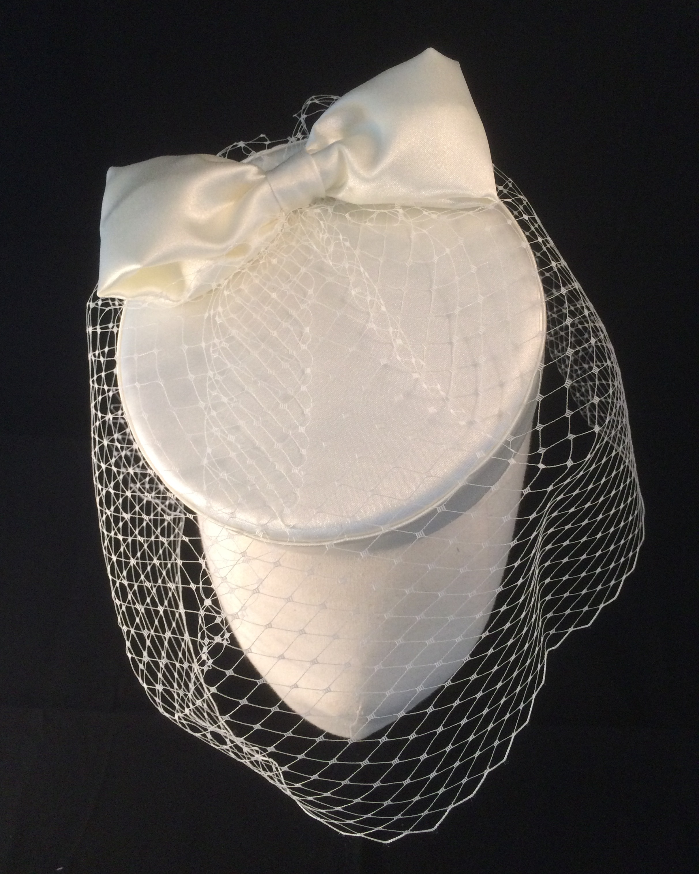 Wedding pillbox birdcage veil