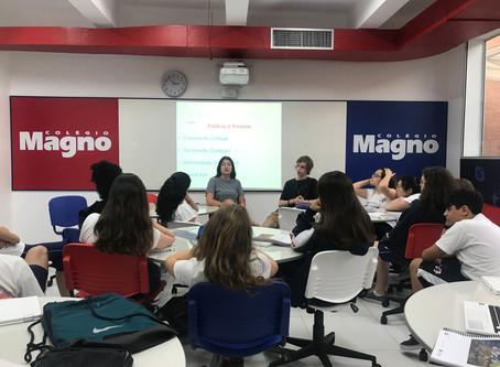 Palestra conecta alunos com a possibilidade de estudar no exterior