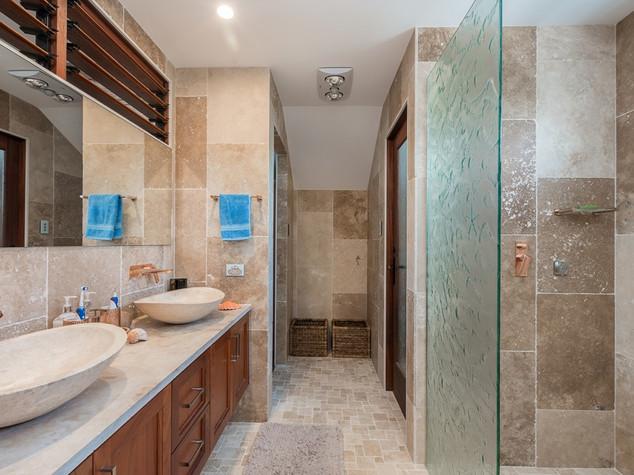 Space conscious bathroom