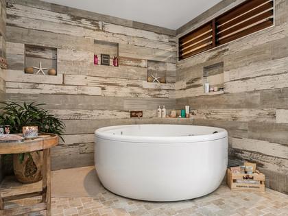 Spa bath bedroom feature