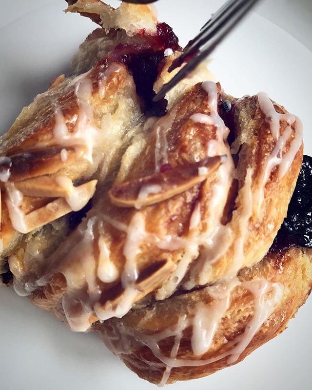 Danish cherry braid 😮🍒#delightfulbites