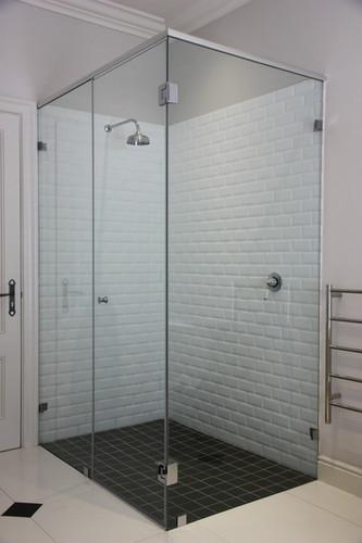Corner Shower Unit w/ header rails