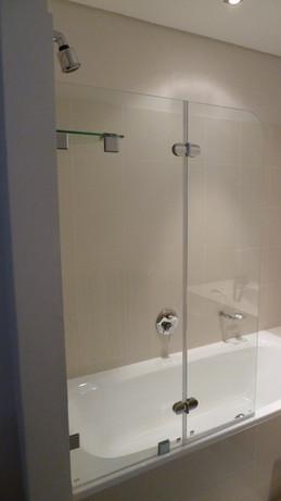 Bath screen with shelf and door