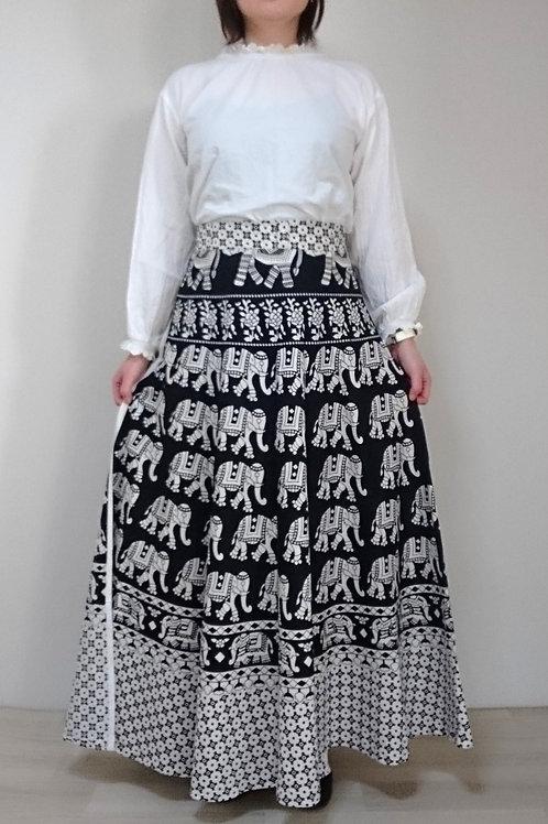 ブラック&ホワイトエスニック ラップアラウンドマキシフレアスカート
