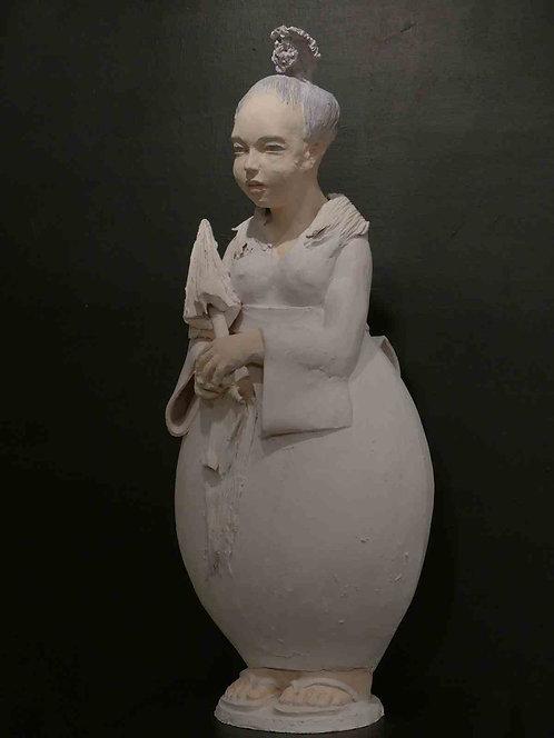 Louloutte geisha, pièce unique, terre-cuite blanche