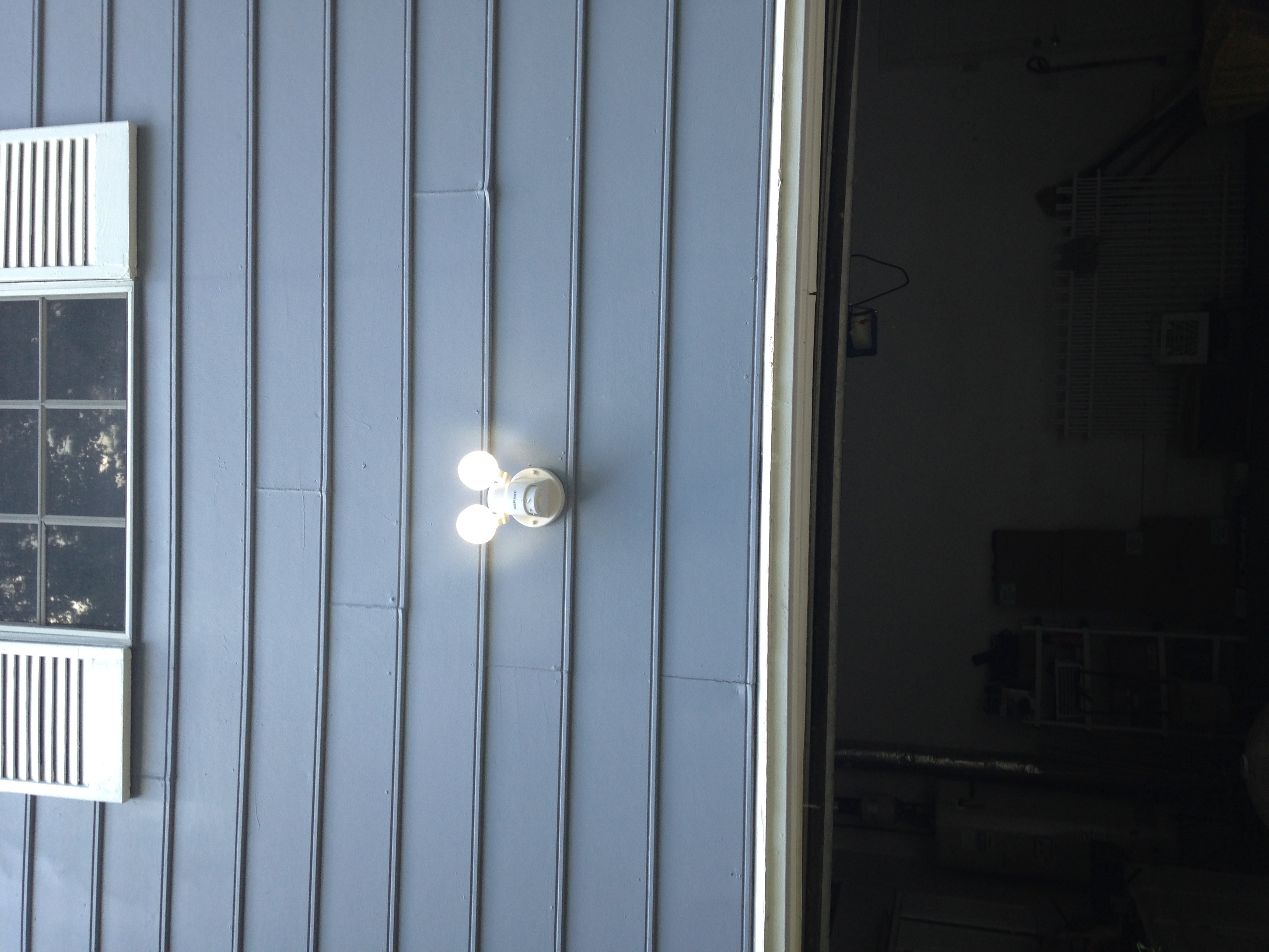 Motion detector flood light