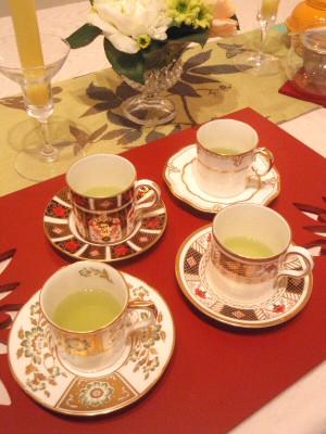 ロイヤルクラウンダービーのカップで新茶