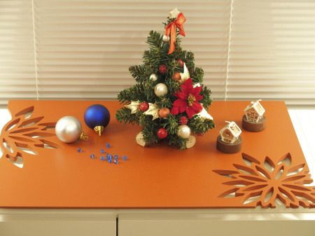 小さいクリスマスツリーをリビングのコーナーに飾ろう