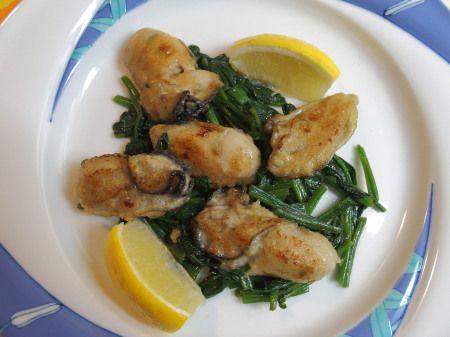 牡蠣とほうれん草のオリーブオイル炒め