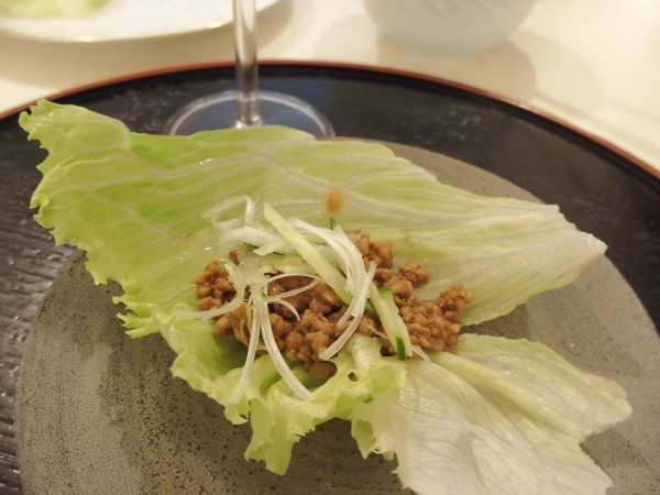 豚ひき肉のレタス包み
