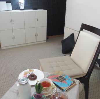 Tokyo Small Apartment Life 折り畳みの小さいコーヒーテーブルでお茶時間