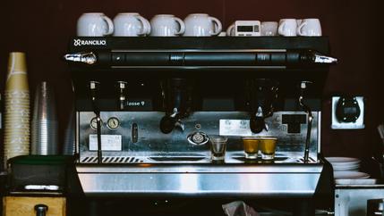 Ons is nie soos koffiemasjiene nie