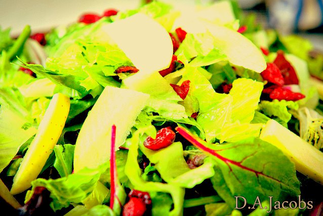 Mixed Greens w/ Apples & Cranberries