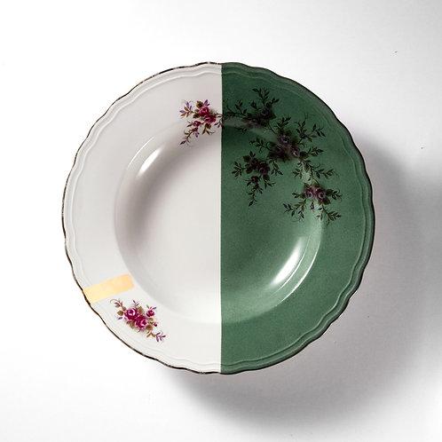 Assiette à soupe en porcelaine fine aux bords fleuris