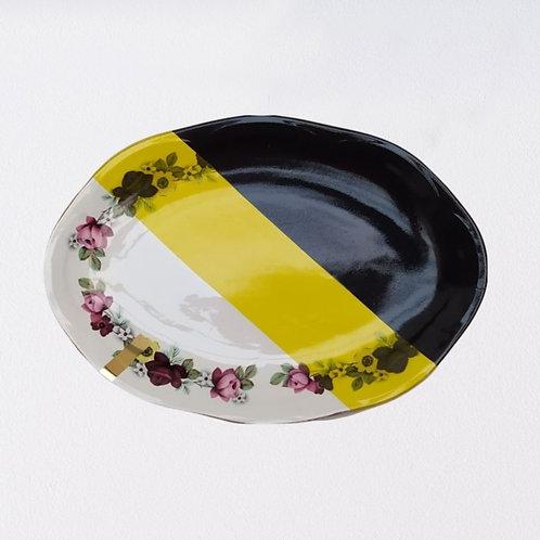 Petit plat en porcelaine ancienne