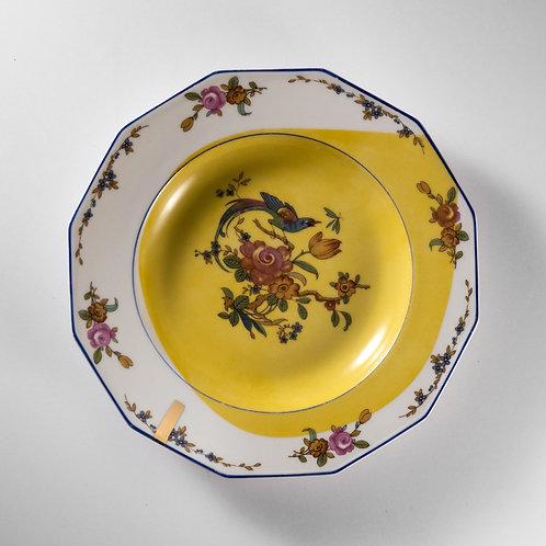 Assiette à soupe en porcelaine ancienne