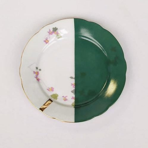 Assiette à dessert en porcelaine ancienne
