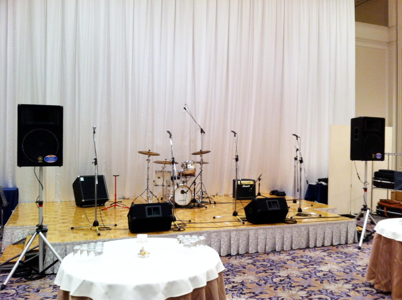 ホテルの宴会場で生演奏