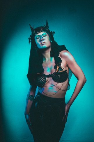 Hair/Makeup/Sculpture & Silicon prothetik/Costum & Headress: Mica Frisch  Photographie: Maren Michealis