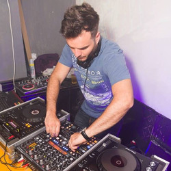 DJ David Cardoso in the mix