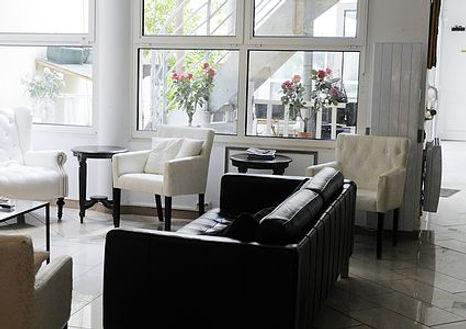salon EHPAD avec accès terrasse