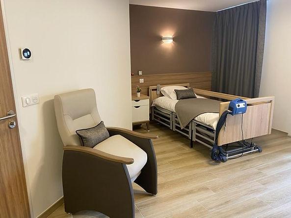 Chambre confortable, adaptée, Chambre climatisée EHPAD