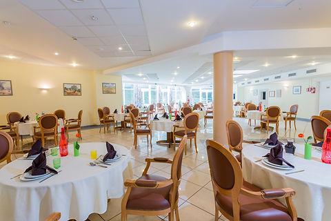 salle de restaurant, restaurant seniors, bons repas, animations, lieu de vie agréable