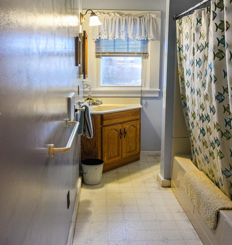 cottage3 bathroom.jpg
