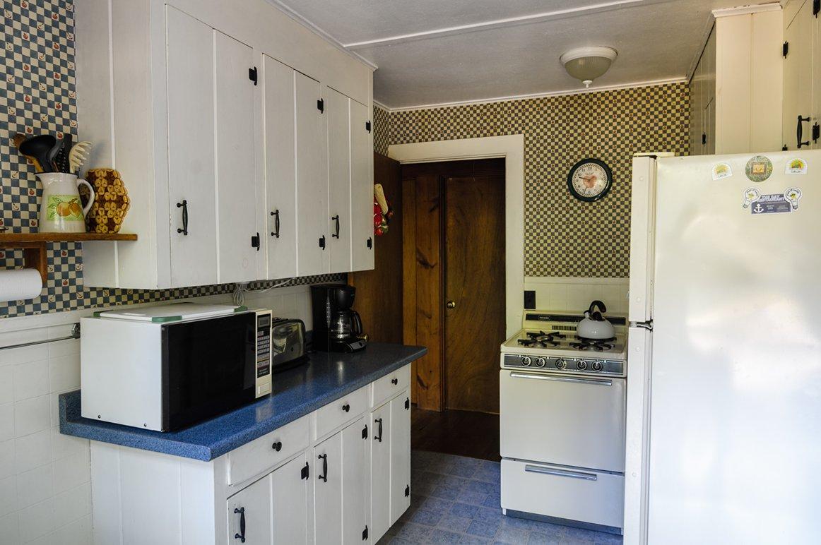 cottage3 kitchen.jpg