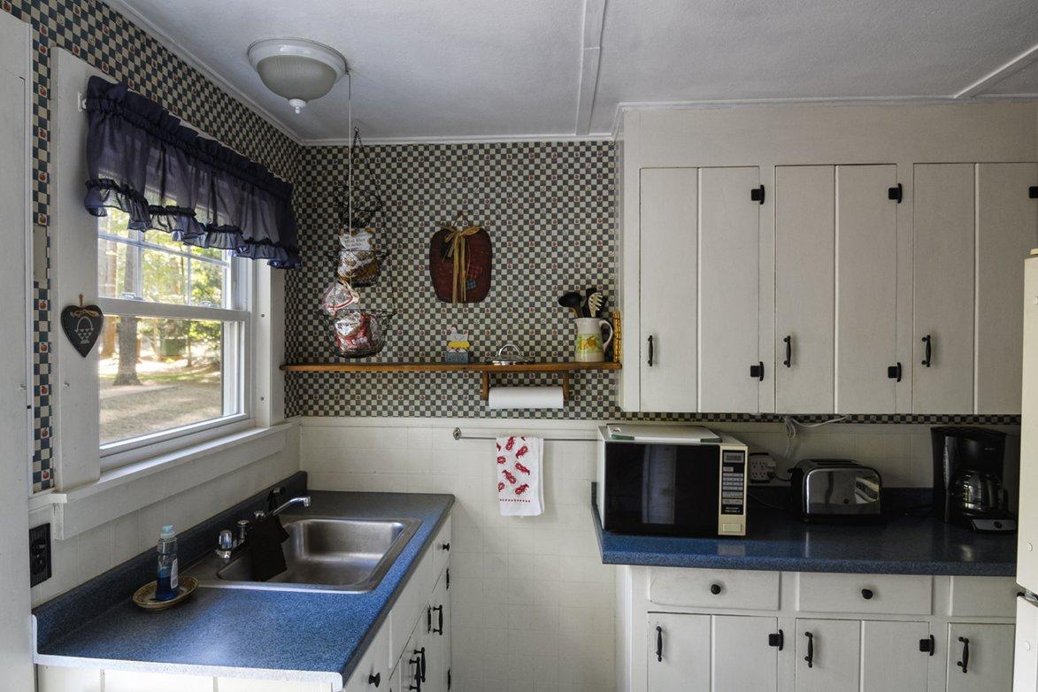 cottage3 kitchen 2.jpg