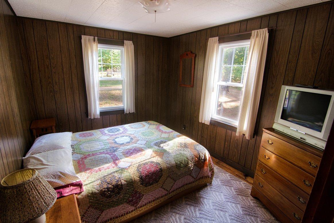 cottage3 masterbedroom.jpg
