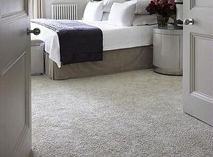 dormitorio-con-pisos-alfombrados-400x600