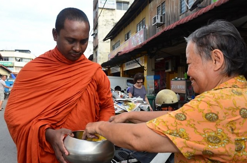 Donate Lunch & Breakfast for the Meditators & Bhante