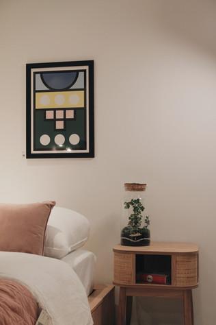 Terrarium Fujian à côté d'un lit dans une chambre à Lyon, Rhône-Alpes, France