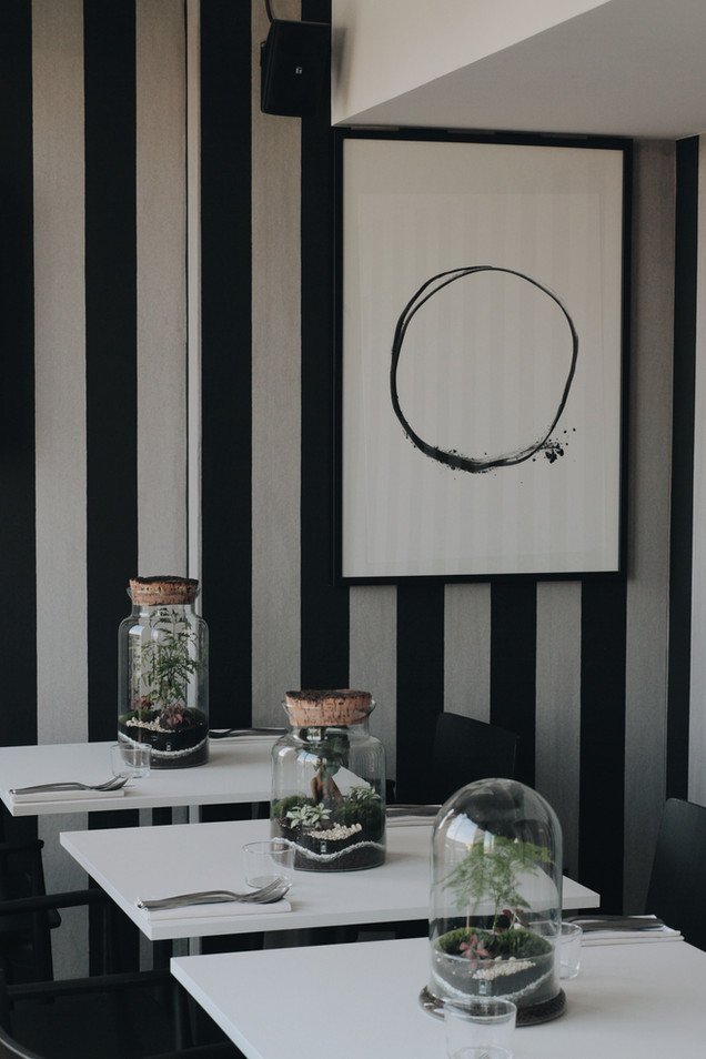 Terrariums dans une salle de restauration à Lyon, Rhône Alpes, France