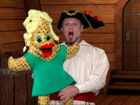 Stella The Starfish Sings With Pirate Goodie