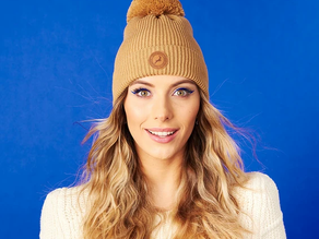 Un bonnet à pompons interchangeables CABAÏA