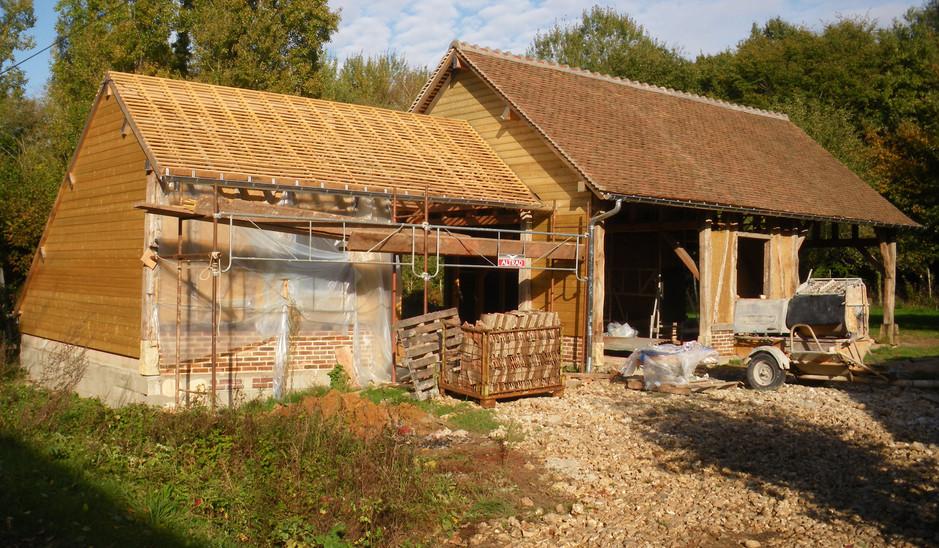 bardage et toiture en tuile ancienne de Bourgogne