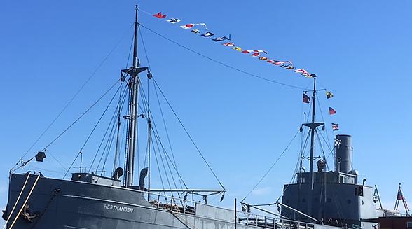 Internasjonalt maritime flagg på hestmanden krigskipet i Risør