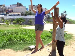 Instrutoras listam benefícios do slackline e do SUP Yoga